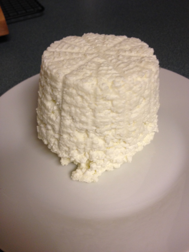 The finished product, about a pound of ricotta!